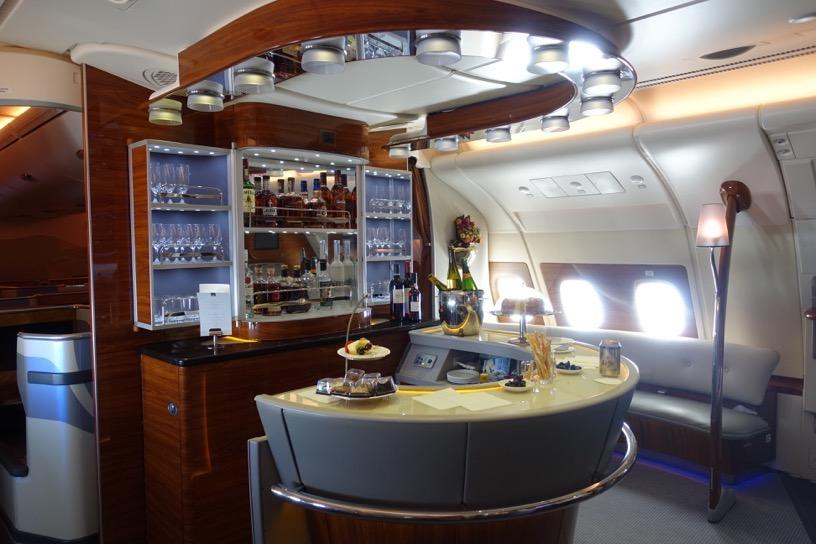 エミレーツ航空ファーストクラス:バーラウンジ1