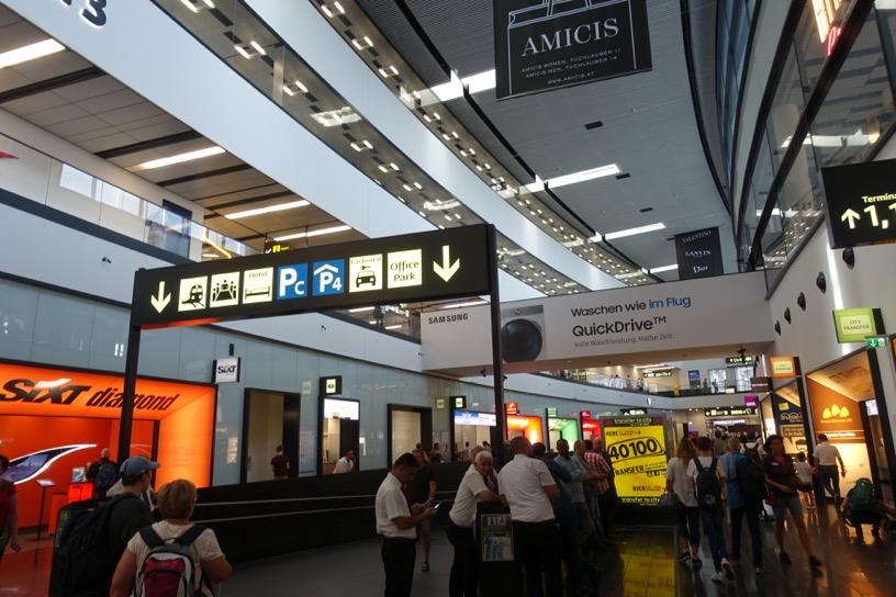 ウィーン空港:到着口(トランスファータクシー)1