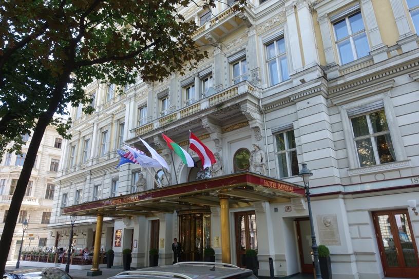 ホテル インペリアル ウィーン:ホテルの外観とロビー1
