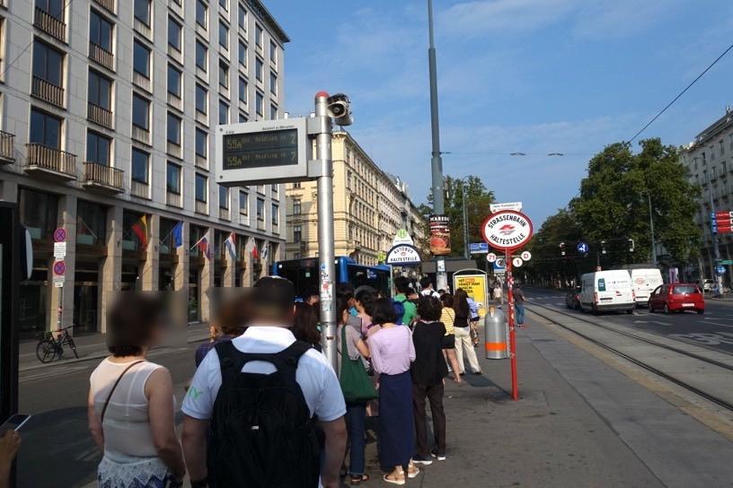 ウィーンのアウトレット:シャトルバスの出発場所4