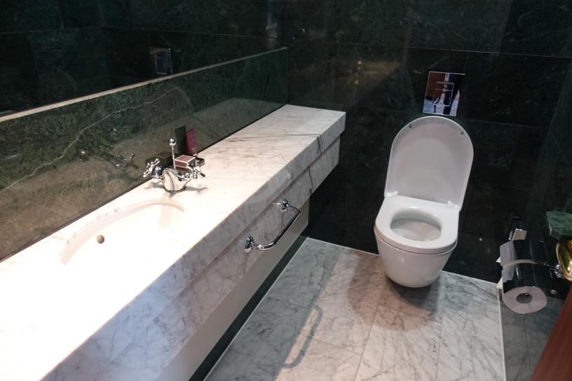 客室(ジュニアスイート):トイレ1