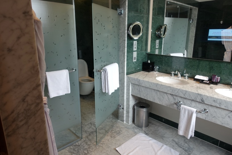 客室(ジュニアスイート):バスルーム&アメニティ1