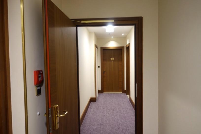客室(ジュニアスイート):リビングルーム1