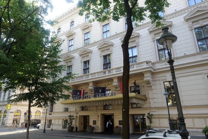 ザ・リッツ・カールトン ウィーン:ホテルの外観とロビー1