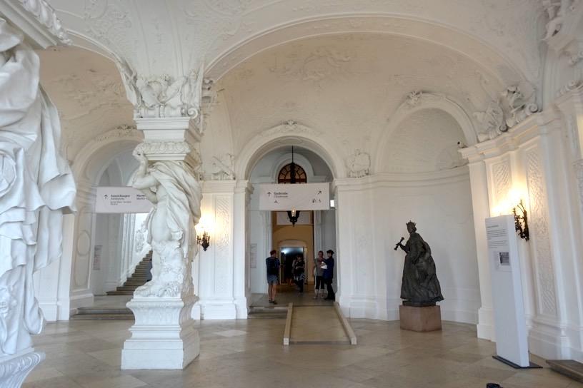 ベルヴェデーレ宮殿:ロビー1