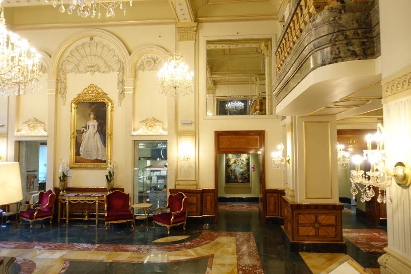 ホテル インペリアル ウィーン:ホテルの外観とロビー3
