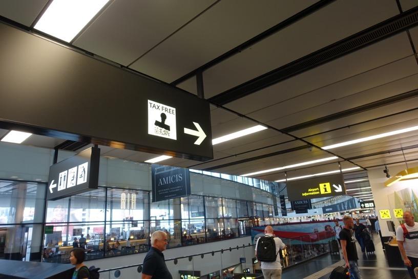 ウィーン国際空港:TAX FREEの案内板
