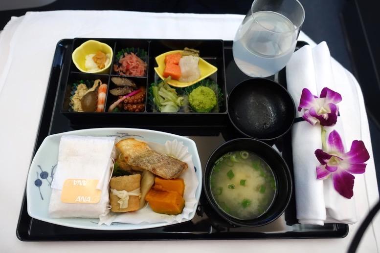 「ホノルル=羽田」ハワイ便のビジネスクラスの機内食