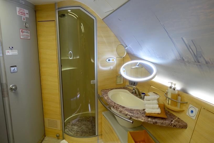 エミレーツ航空のファーストクラスのシャワー