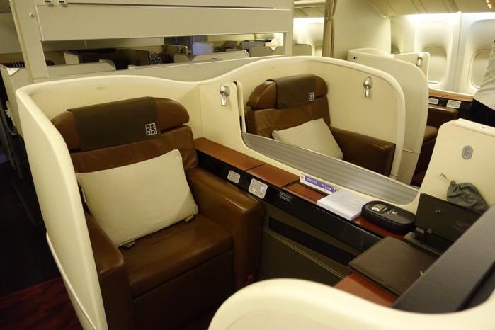 「東京=ニューヨーク」便のファーストクラスのシート