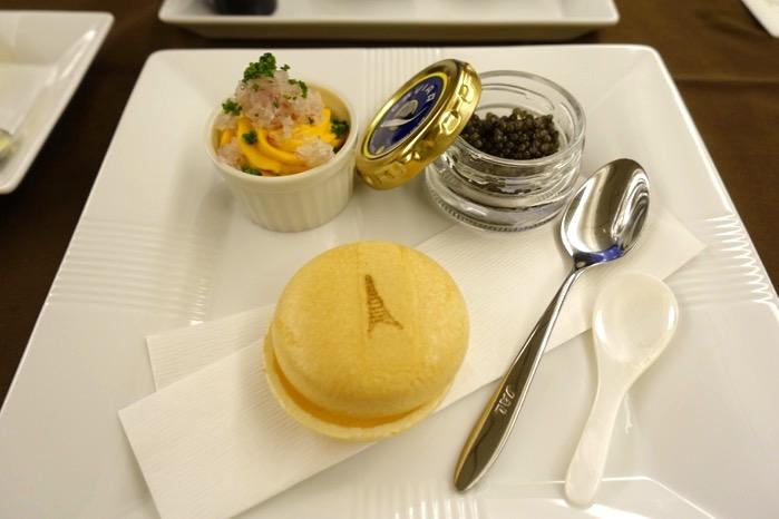 「東京=ニューヨーク」便のファーストクラスの機内食