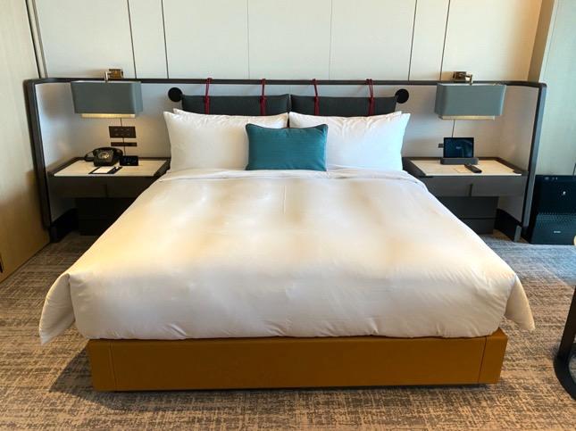 「メズム東京」の客室(ベッド)