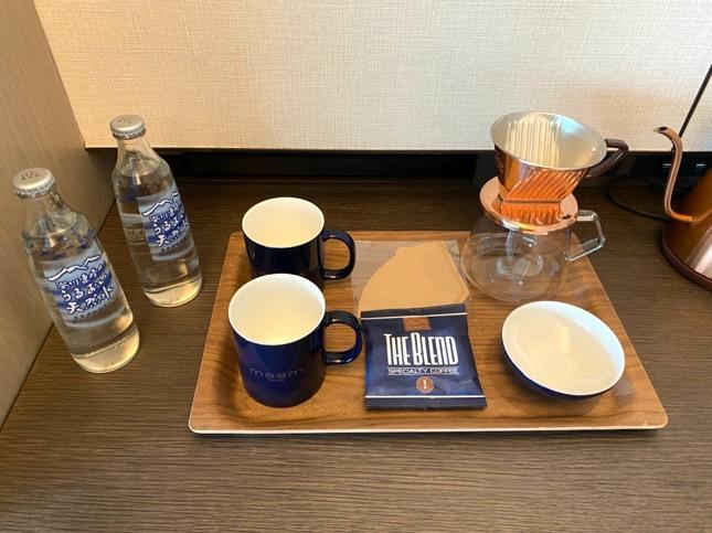「メズム東京」のミニバー(コーヒー&水)