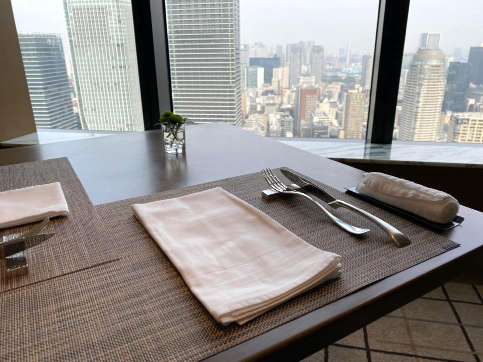 「The Okura Tokyo」のクラブラウンジ:テーブルセッティング