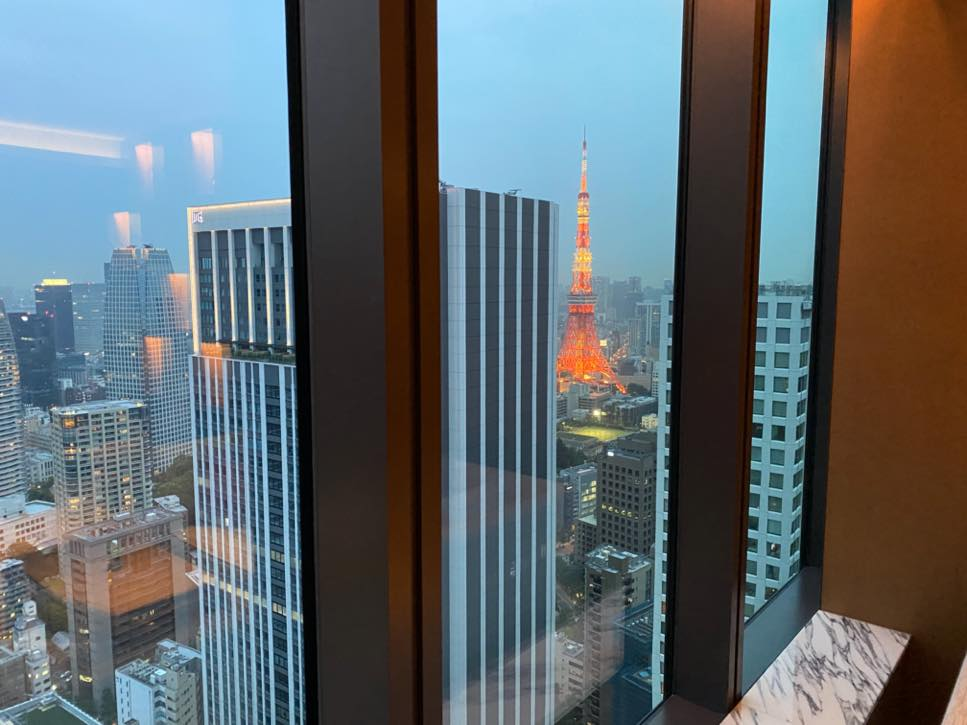 「The Okura Tokyo」のクラブラウンジ:眺望(夜)