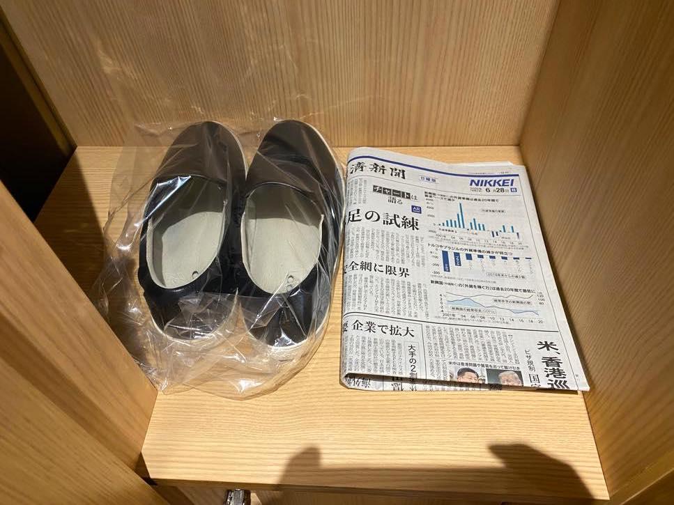 ヘリテージウィング「ヘリテージルーム」靴磨き&新聞