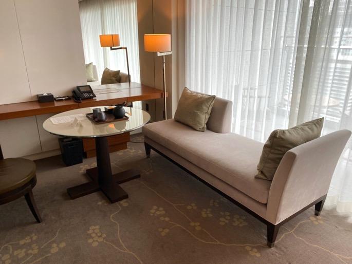 パレスホテル東京:客室(ソファー&テーブル)