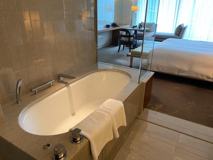 パレスホテル東京:客室(バスタブ)