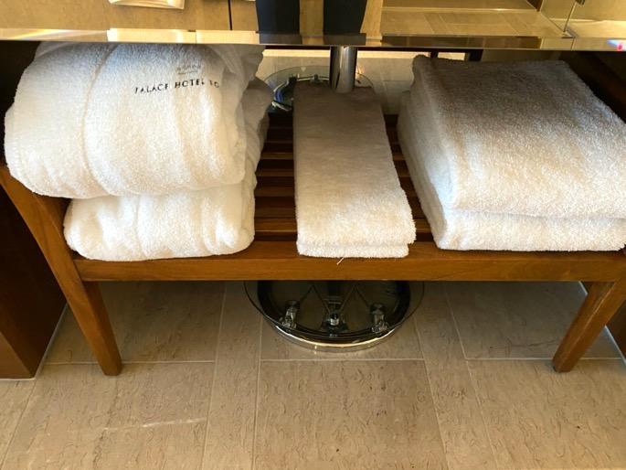 パレスホテル東京:客室(バスローブ&タオル)