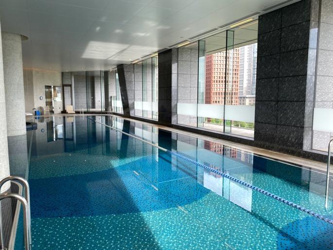パレスホテル東京「エビアンスパ」:プール1