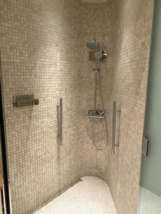 パレスホテル東京「エビアンスパ」:シャワー