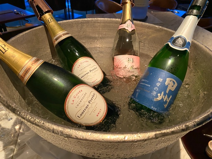 パレスホテル東京「クラブラウンジ」:カクテルタイム(シャンパン)
