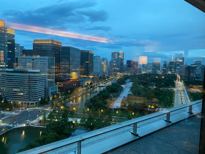 パレスホテル東京「クラブラウンジ」:カクテルタイム(眺望)
