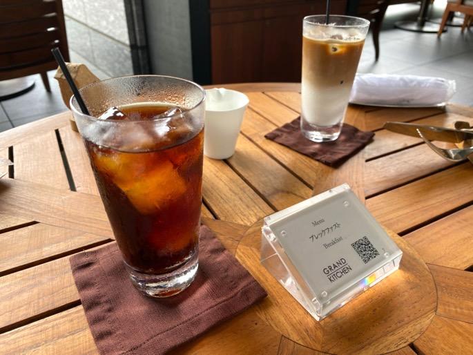 パレスホテル東京「グランドキッチン」:テーブル(ドリンク)