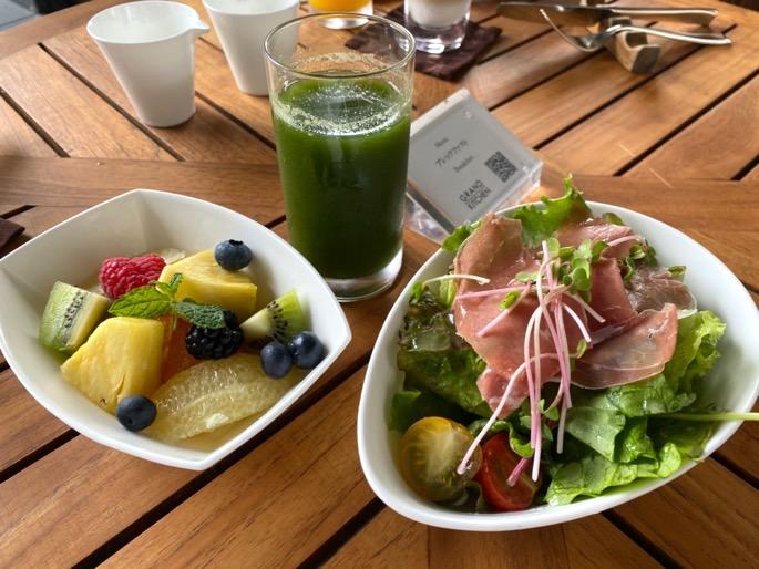 パレスホテル東京「グランドキッチン」:洋定食(サラダ&フルーツ)
