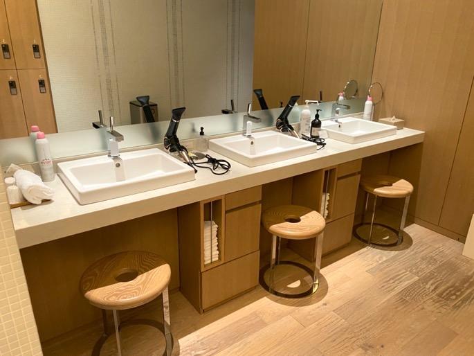 パレスホテル東京「エビアンスパ」:洗面台(有料エリア)
