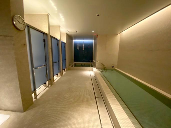パレスホテル東京「エビアンスパ」:温浴施設(ホットバス&シャワー)