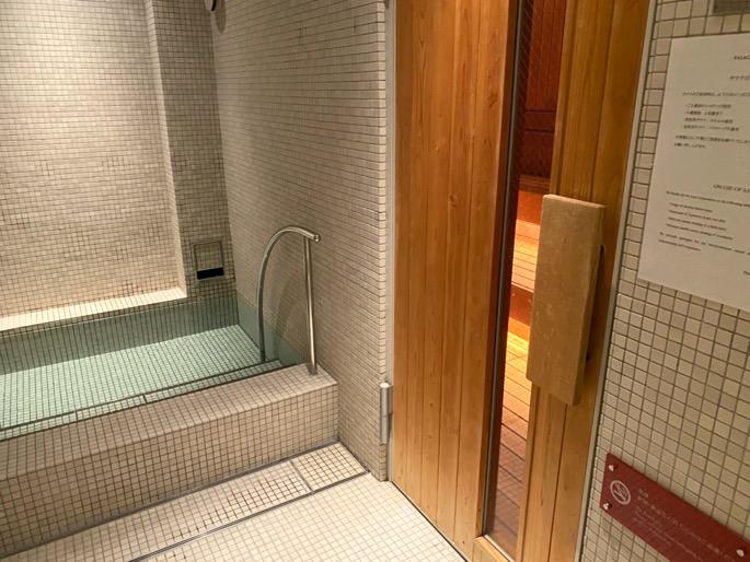 パレスホテル東京「エビアンスパ」:温浴施設(ドライサウナ&水風呂)