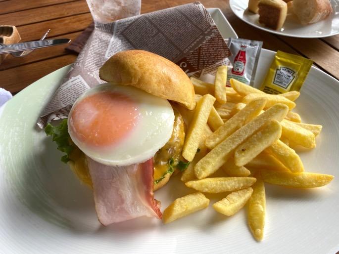 パレスホテル東京:ランチ(ハンバーガー)