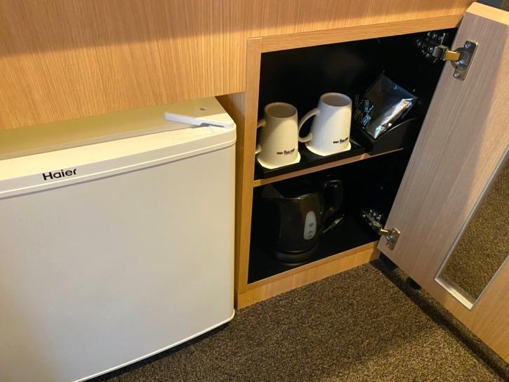 ドーミーインPREMIUM東京小伝馬町「ダブルルーム」:冷蔵庫&ポット