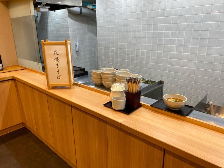 ドーミーインPREMIUM東京小伝馬町「夜鳴きそば」:Hatagoのカウンター