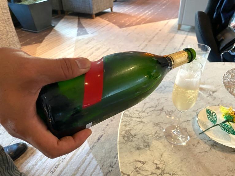 インターコンチネンタルクラブ「イブニングカクテル」:シャンパンボトル