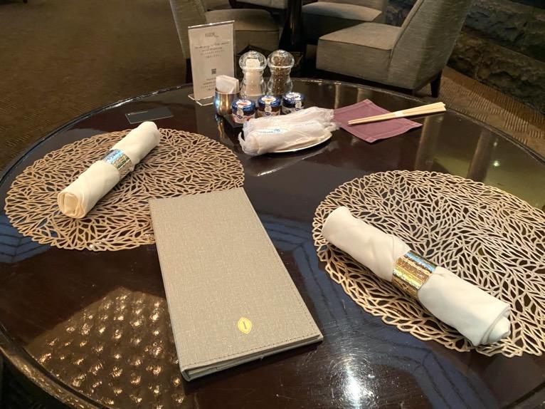 ANAインターコンチネンタルホテル東京「アトリウムラウンジ」:テーブル