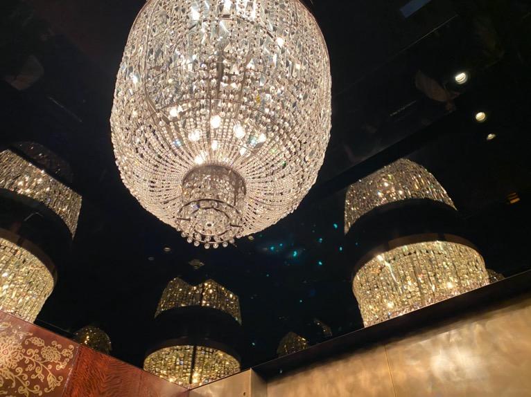 シャングリ・ラ ホテル東京「エレベーター」シャンデリア