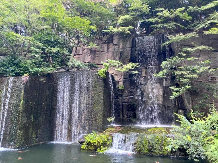ホテル雅叙園東京:日本庭園(滝)