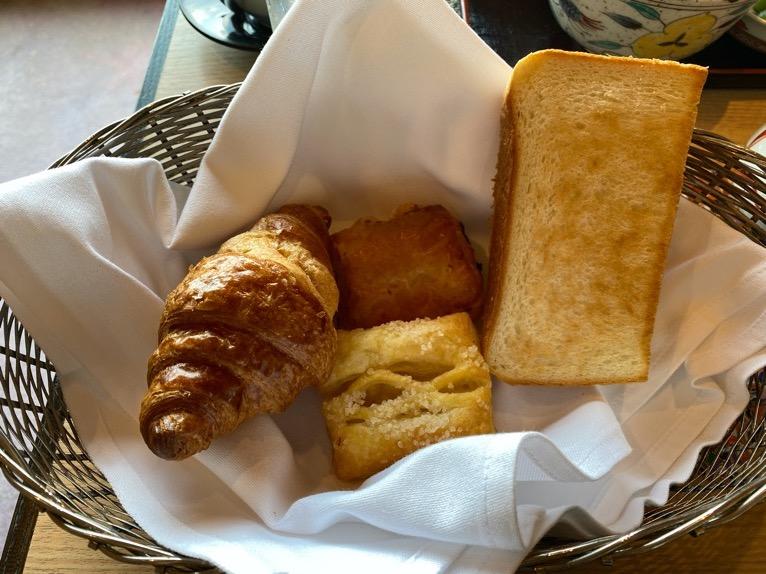 クラブラウンジ「朝食」:フード(パンバスケット)