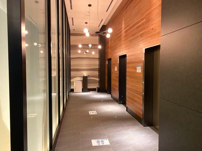 三井ガーデンホテル神宮外苑の杜プレミア「エレベーターホール」