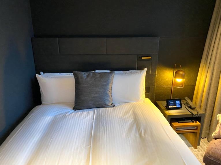 「モデレート」の客室:ベッド