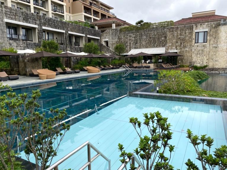 ザ・リッツ・カールトン沖縄「屋外プール」:プール