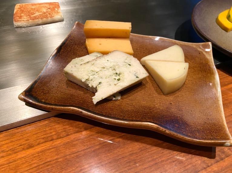 ザ・リッツ・カールトン沖縄「喜瀬(KISE)」:チーズの鉄板焼き1