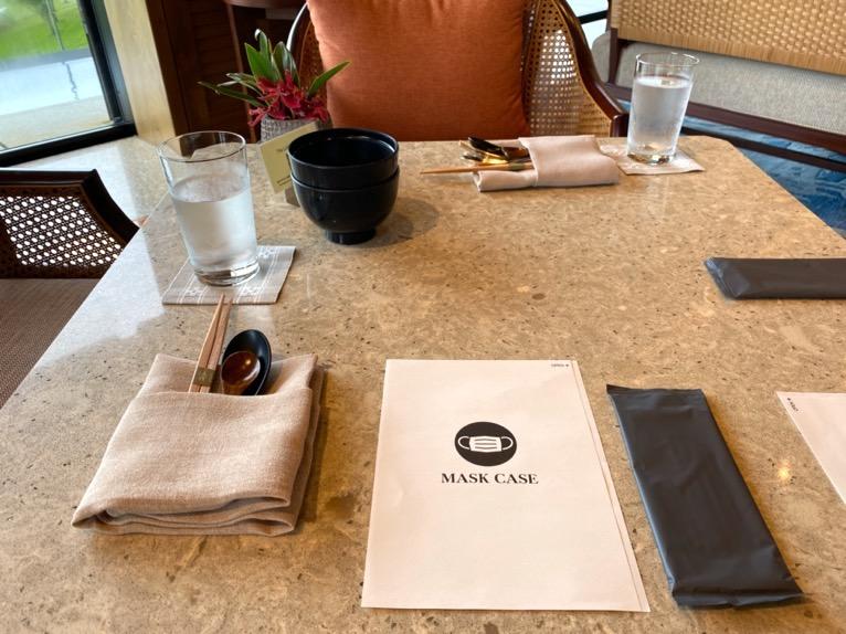 ザ・リッツ・カールトン沖縄「ランチ」:テーブルセット