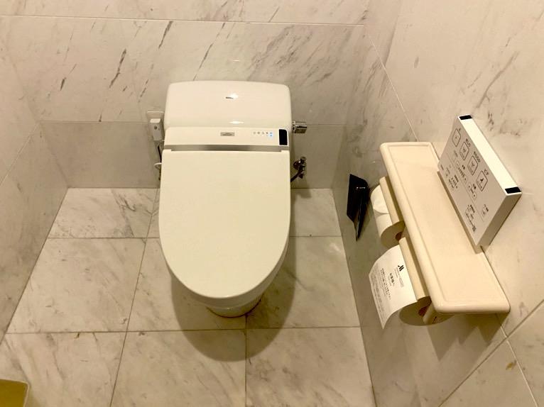 オキナワ マリオット リゾート&スパ「客室」:トイレ(便座)