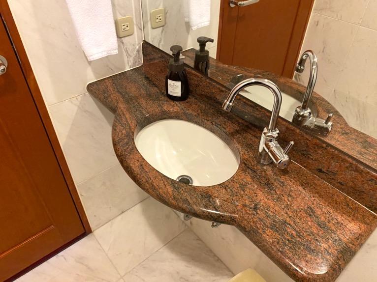 オキナワ マリオット リゾート&スパ「客室」:トイレ(手洗い)