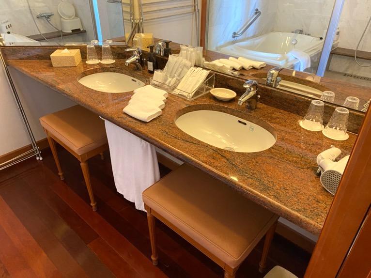 オキナワ マリオット リゾート&スパ「客室」:洗面台