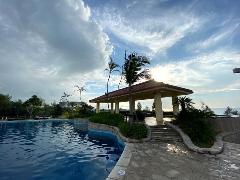 マリオット沖縄「プール」:屋外ガーデンプールのガゼボ