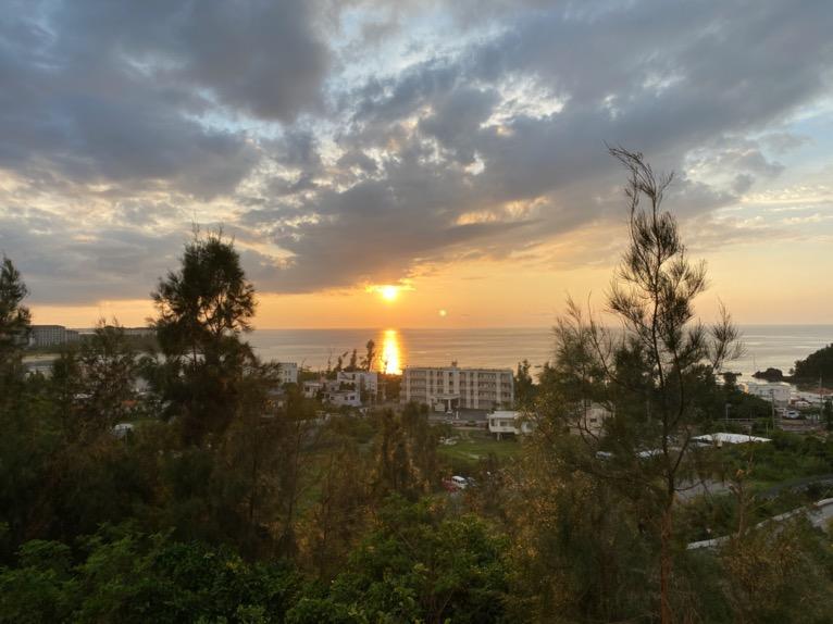 マリオット沖縄「プール」:屋外ガーデンプールの夕日